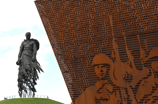 Над Ржевом воспарил солдат