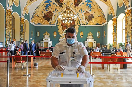В Москве открылись участки для голосования по поправкам к Конституции