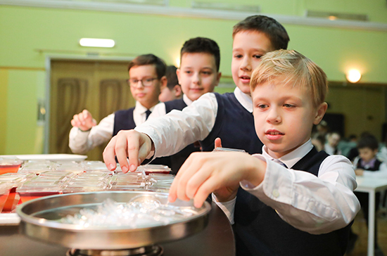 Роспотребнадзор разработал рационы питания в школах для регионов