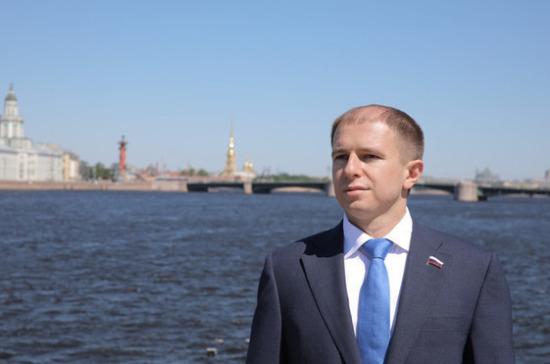 Романов поздравил работников морского и речного флота с профессиональным праздником
