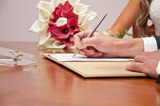 Коронавирус расстроил почти две тысячи петербургских свадеб