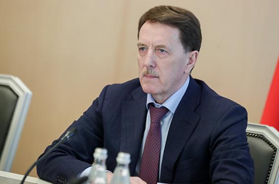 Гордеев поздравил россиян с Днём семьи, любви и верности