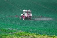 В Госдуму внесли проект о штрафах за нарушения при оповещении о работах с пестицидами