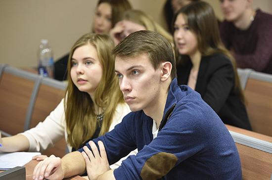 Трудоустройство студентов в 2019 году составило около 85%, заявили в Минобрнауки