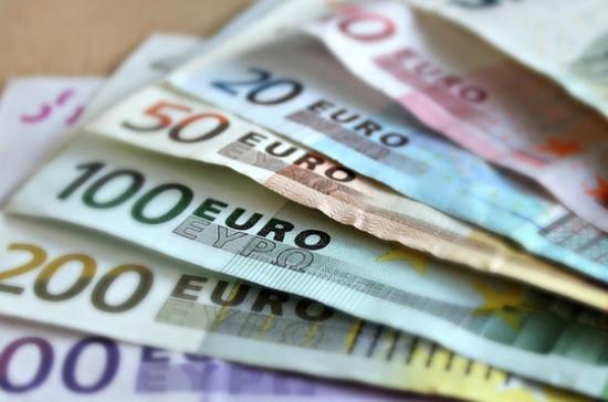 Официальный курс евро на 11-13 июля снизился до 80,27 рубля