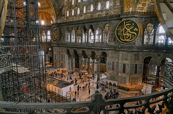 В Турции рассказали, что может измениться внутри Айя-Софии после превращения в мечеть