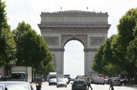 Во Франции церемонию по случаю Дня взятия Бастилии посвятили борющимся с COVID-19 врачам