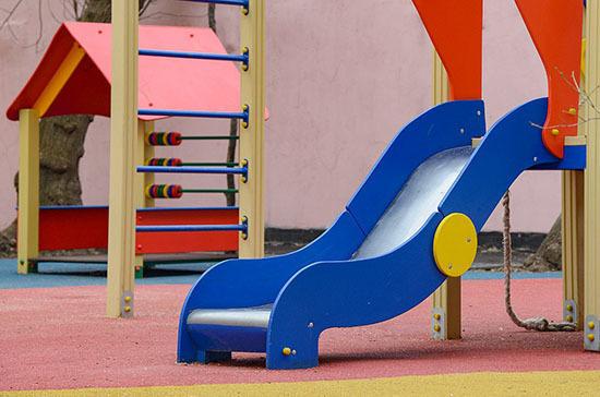 Новые детские площадки хотят бесплатно передавать в общую собственность жильцов