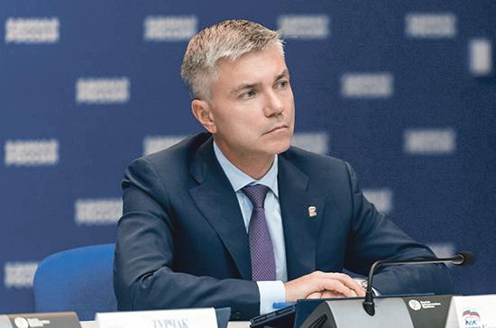 Ревенко заявил о необходимости принимать больше законов прямого действия