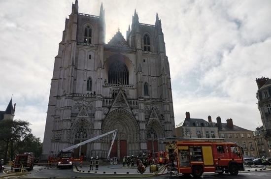 Эксперт рассказал, что огонь уничтожил бесценные реликвии в соборе Нанта