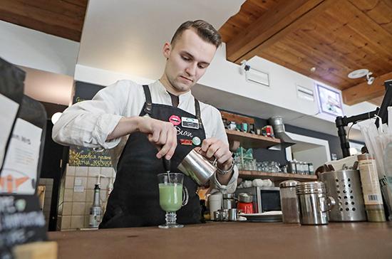Ресторанам и кафе запретят навязывать чаевые
