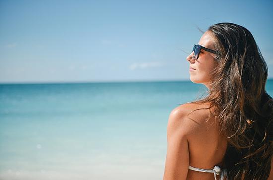 Вирусолог усомнился, что солнце поможет победить коронавирус