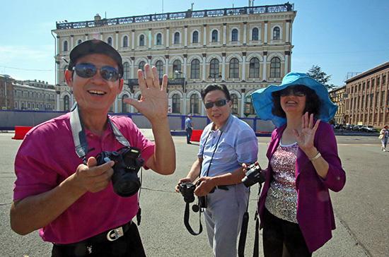 Для краткосрочных поездок иностранцев в Россию начнут выдавать электронные визы