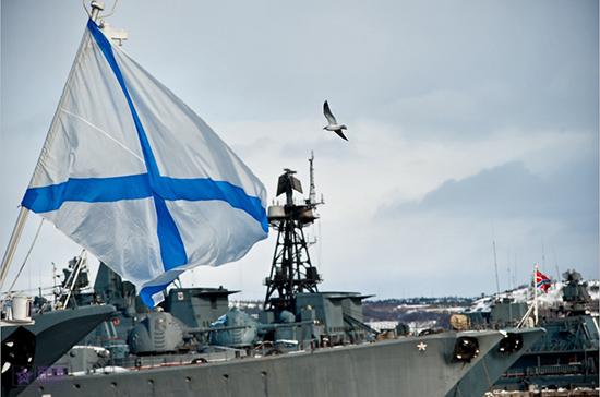 В Североморске в День ВМФ подняли самый большой Андреевский флаг