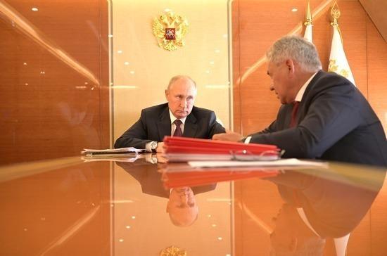 Путин провел встречу с Шойгу после военно-морского парада