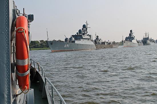 В Каспийске впервые прошел военно-морской парад в честь Дня ВМФ