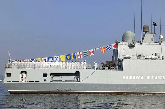 В параде в честь Дня ВМФ в сирийском порту Тартус приняли участие девять боевых кораблей