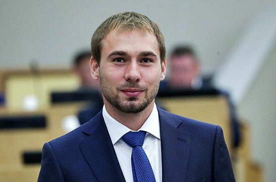 Депутат Антон Шипулин и члены его семьи заразились коронавирусом