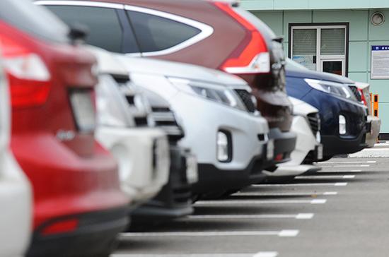 В Петербурге хотят штрафовать за парковку у помоек
