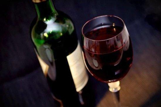 Эксперт рассказал, почему для россиян вино вреднее, чем для европейцев