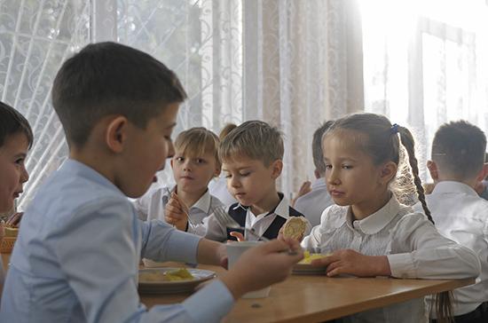 В России заработает горячая линия по вопросам питания в школах