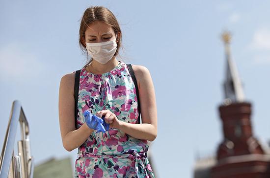 Россиянам рекомендовали чаще менять маски в жару