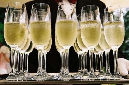Сомелье рассказал, почему россияне покупают шампанское только на праздники