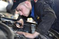 Список самых высокооплачиваемых вакансий в июле возглавили механики