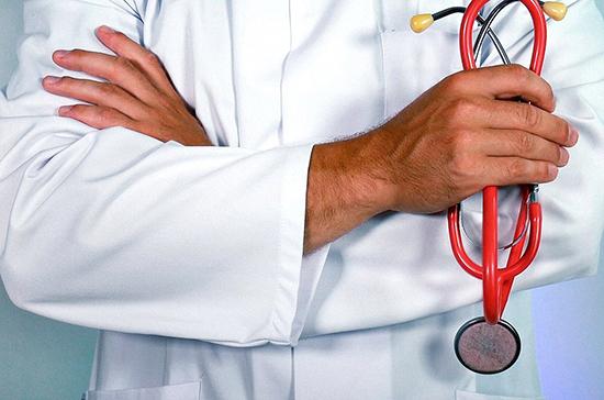 На выплаты борющимся с коронавирусом медикам выделят 15 млрд рублей