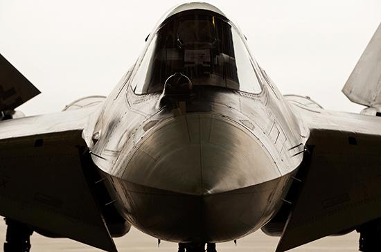 Российский истребитель Су-27 перехватил два самолёта США над Чёрным морем