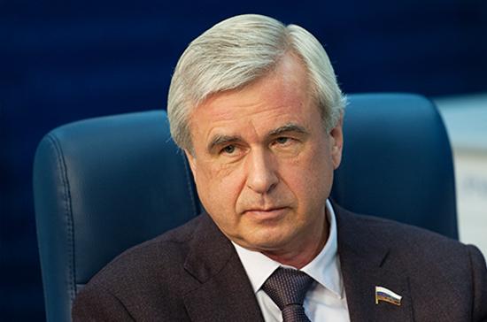 Лысаков предложил создать комиссию по поправкам в техрегламент о безопасности автомобилей
