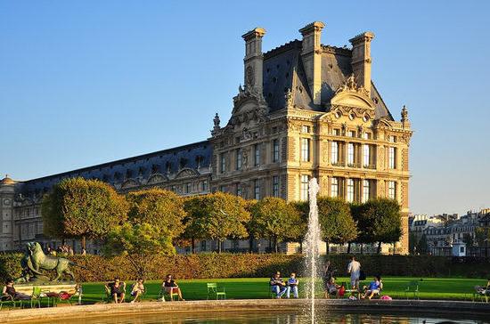227 лет назад Лувр принял первых посетителей