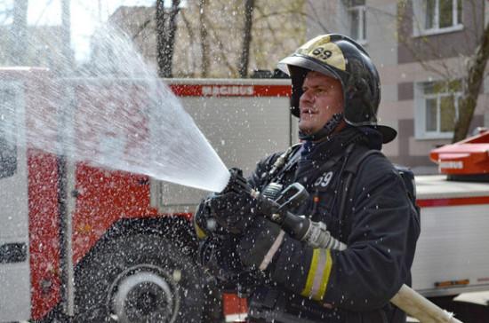 Пожарные ликвидировали возгорание на автозаправке в Волгограде