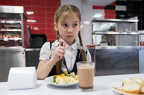 На горячее питание для школьников потребуется ещё 39 млрд рублей, заявил Мишустин