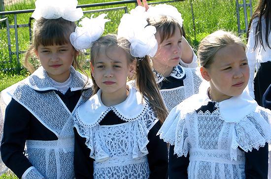 В Минпросвещения рассказали, как 1 сентября пройдут традиционные линейки в школах