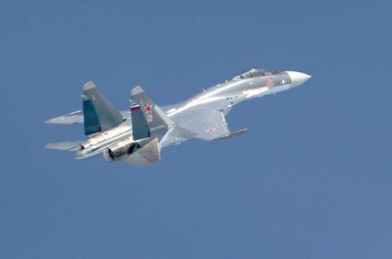 Российский Су-27 перехватил самолёты США над Чёрным морем