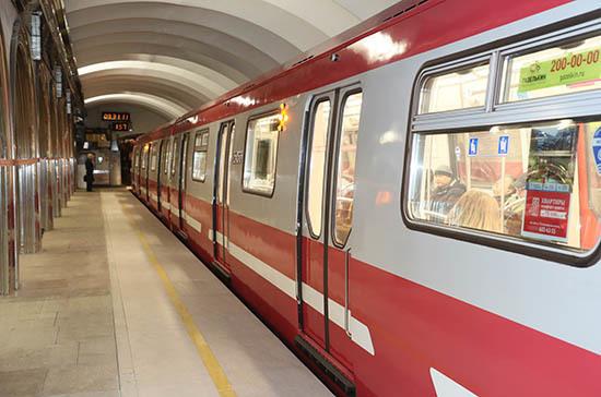 В петербургском метро появились новые системы оплаты проезда