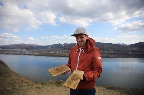 В Красноярске установили мировой рекорд по самому долгому стоянию на гвоздях