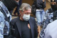 Адвокат Ефремова допустил, что ДТП могли устроить хакеры