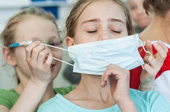ВОЗ рекомендовала носить медицинские маски детям с 12 лет