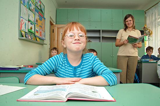 В ряде регионов планируют запустить проект по созданию клубов наставников в школах