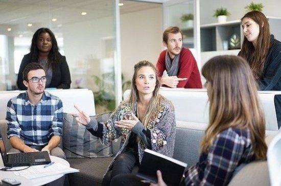 В Росстате назвали разницу в зарплате мужчин и женщин на руководящих постах