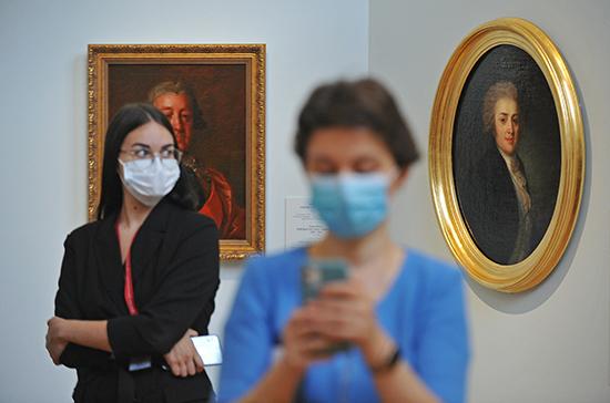 Музеям разрешили принимать туристические группы на экскурсии