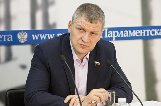 Депутат удивился разным мерам в московских школах при заболевании коронавирусом