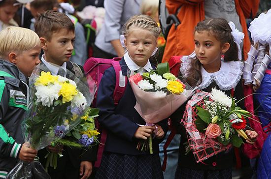Депутат Госдумы предложил перенести начало учебного года