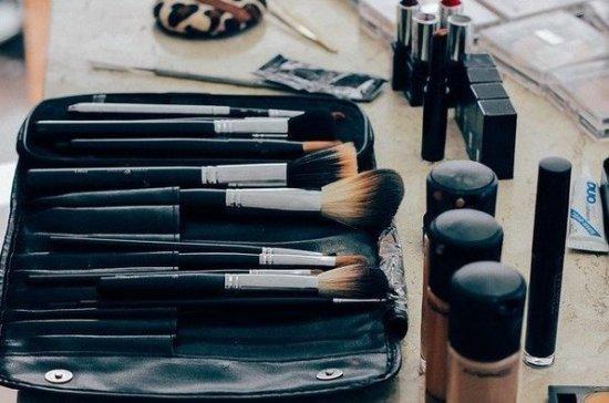 Врач-дерматовенеролог предостерёг от частого пользования косметикой