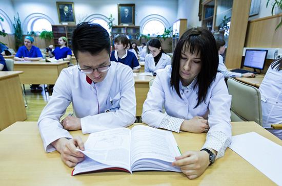 Средний балл ЕГЭ в половине вузов РФ значительно вырос