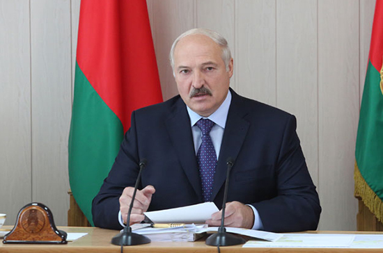 Лукашенко сравнил ситуацию у белорусских границ с началом ВОВ