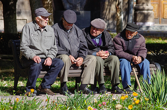 Депутаты предложили упростить получение звания ветерана труда