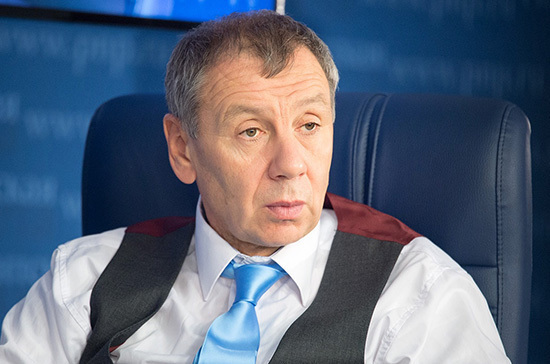 Политолог считает выгодной для России победу оппозиции в Черногории